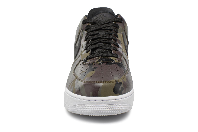 Baskets Nike Air Force 1 '07 Lv8 Vert vue portées chaussures