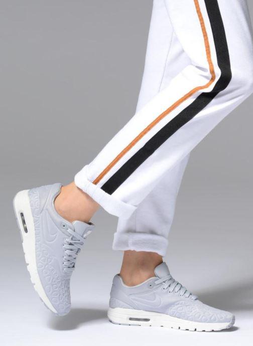 Baskets Nike Nike W Air Max 1 Ultra Plush Gris vue bas / vue portée sac