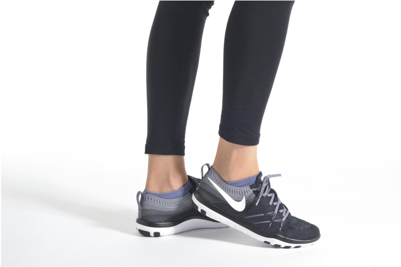 Chaussures de sport Nike W Nike Free Tr Focus Flyknit Blanc vue bas / vue portée sac