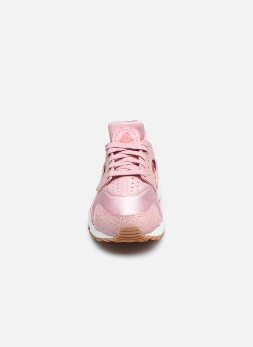Baskets Nike Wmns Air Huarache Run Prm Rose vue portées chaussures