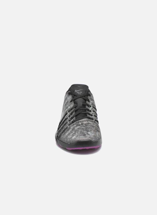 Chaussures de sport Nike Wmns Nike Free Tr 6 Mtlc Gris vue portées chaussures
