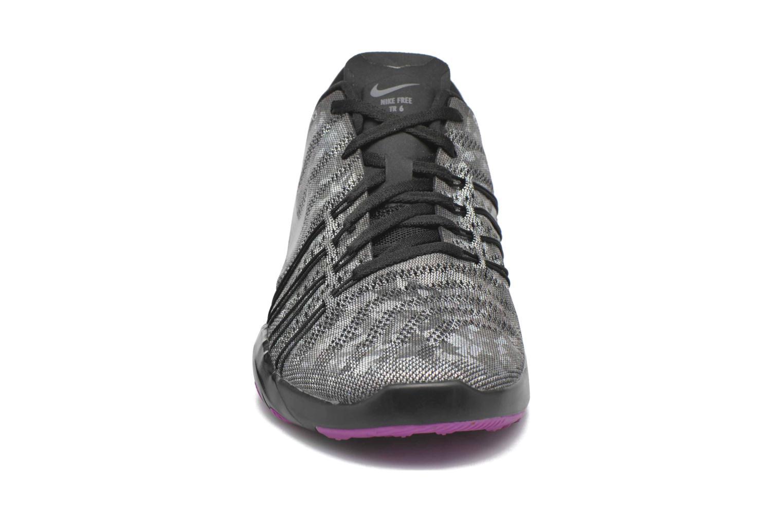 Zapatillas de deporte Nike Wmns Nike Free Tr 6 Mtlc Gris vista del modelo
