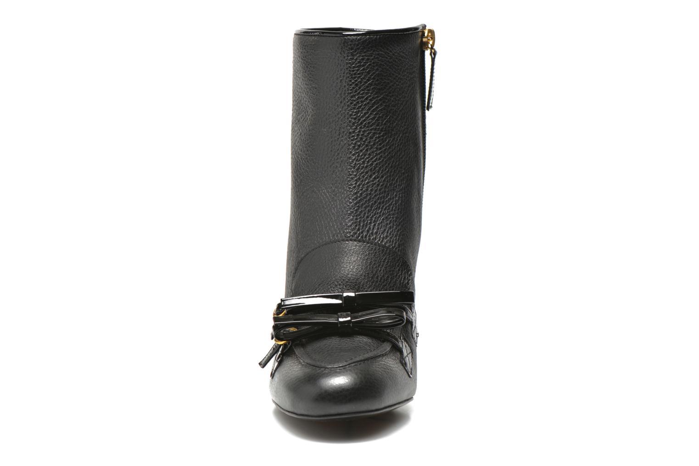 Bottines et boots Boutique Moschino Bot-bot Noir vue portées chaussures