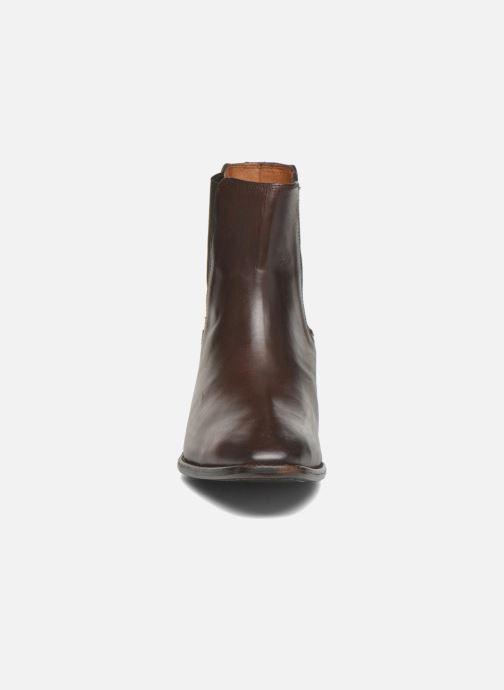 Bottines et boots Frye Dara Chelsea Marron vue portées chaussures