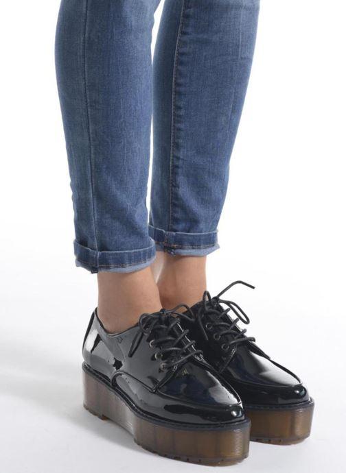 Chaussures à lacets Sixty Seven Flora Noir vue bas / vue portée sac