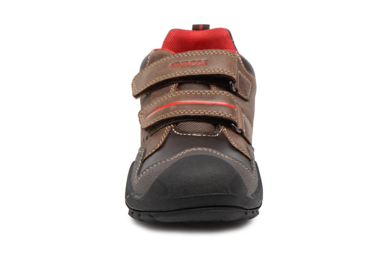 Chaussures à scratch Geox J N.Savage B.A J641VA Marron vue portées chaussures