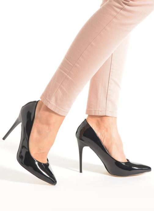 High heels Xti Milana 30133 Black view from underneath / model view