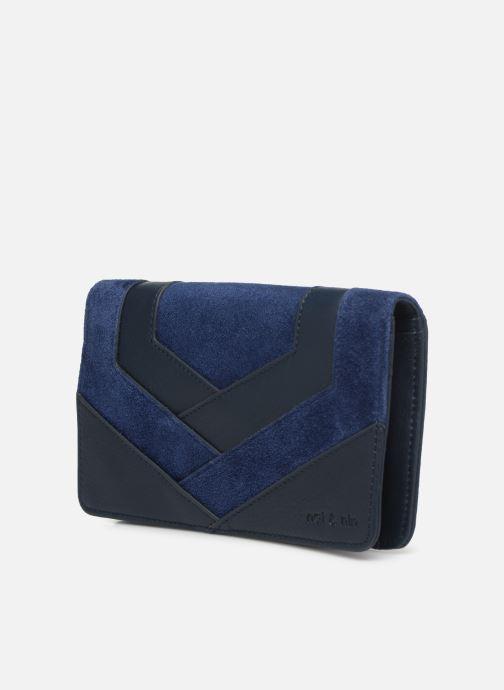 Petite Maroquinerie Nat & Nin Talia Bleu vue portées chaussures