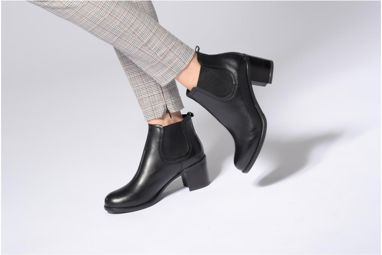 Ankle boots Georgia Rose Analla Black view from underneath / model view