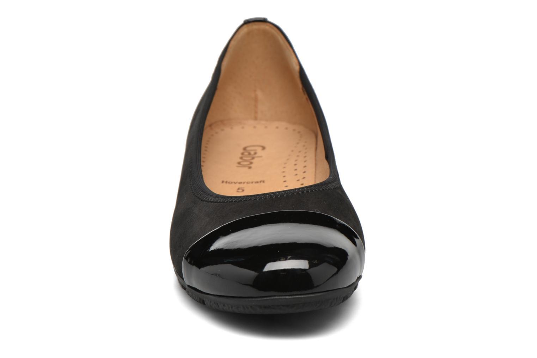 Ballerines Gabor Maja Noir vue portées chaussures