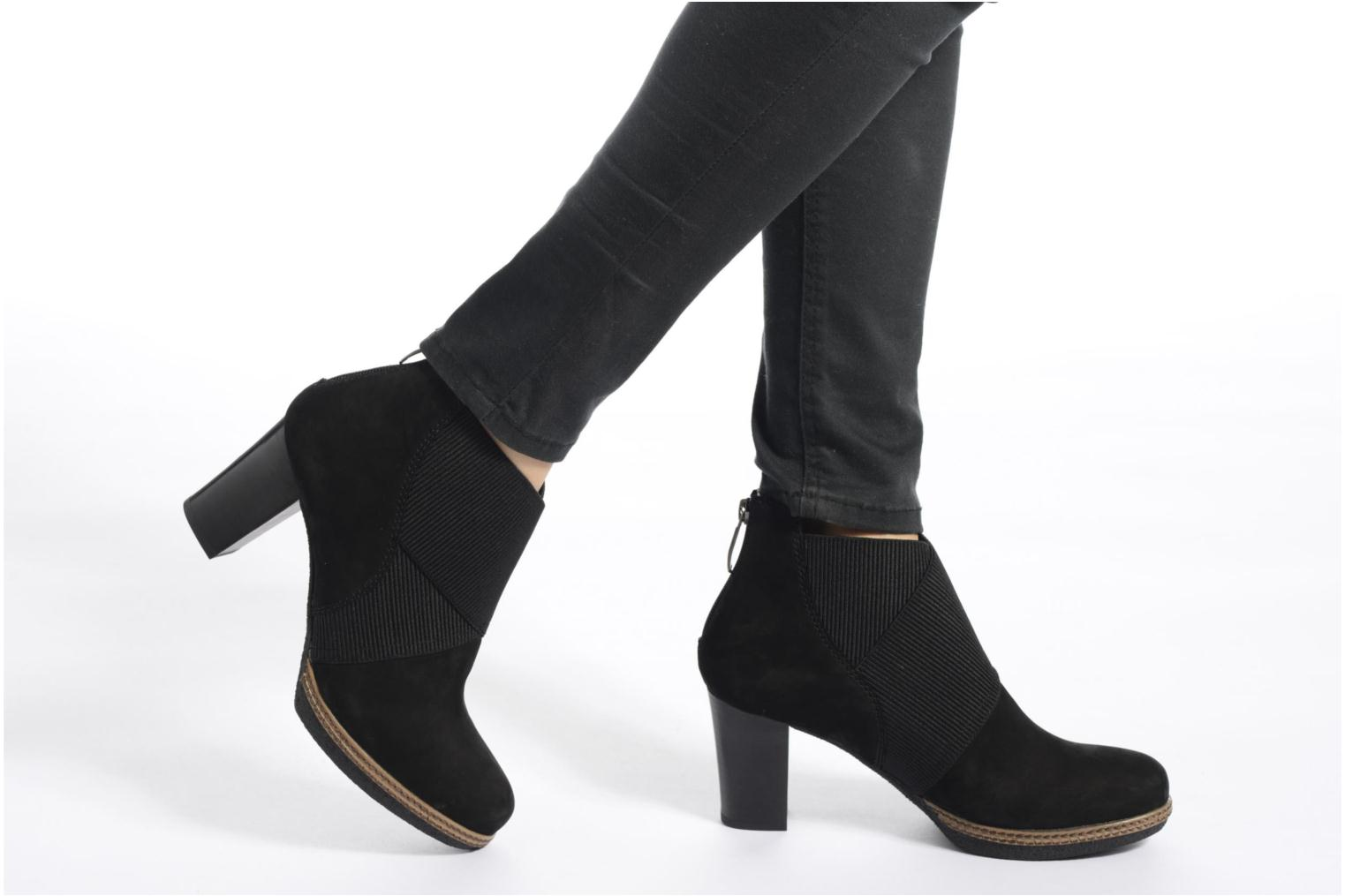 Ankle boots Gabor Mathilde Black view from underneath / model view