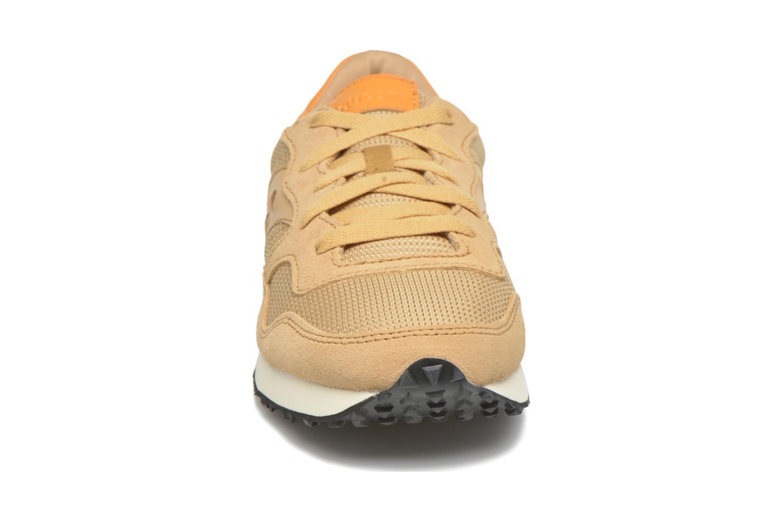 Baskets Saucony DXN Trainer Marron vue portées chaussures