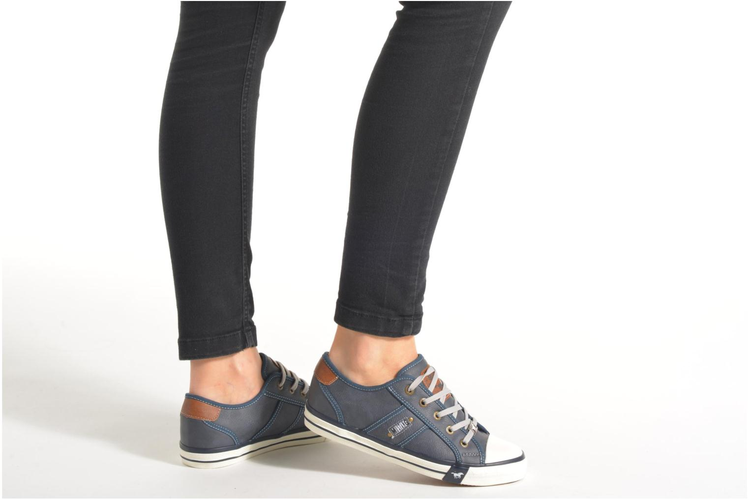 Trainers Mustang shoes Pluy Blue view from underneath / model view