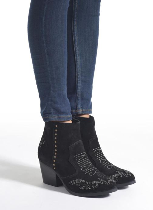 Ankle boots Coolway Bala Black view from underneath / model view