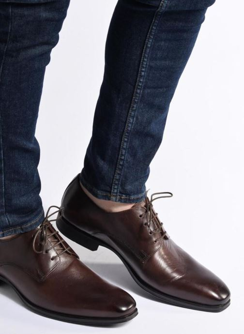 Schnürschuhe Marvin&Co Thorne braun ansicht von unten / tasche getragen