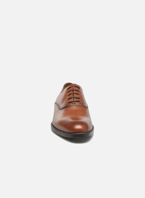 Scarpe con lacci Marvin&Co Tonbridge Marrone modello indossato