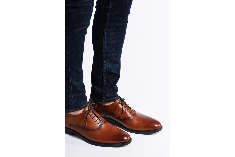 Chaussures à lacets Marvin&Co Tonbridge Marron vue bas / vue portée sac