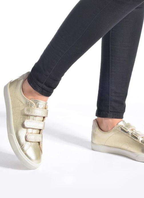 Sneaker Veja 3 Lock weiß ansicht von unten / tasche getragen