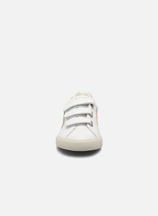Sneakers Veja 3 Lock Oro e bronzo modello indossato