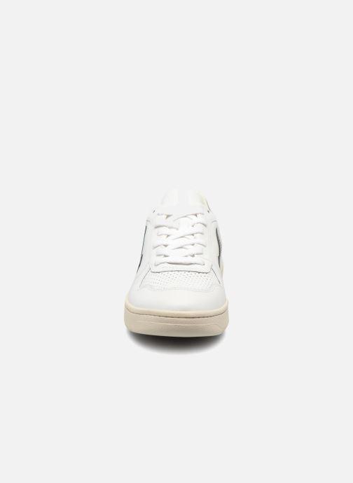 Baskets Veja V-10 Noir vue portées chaussures
