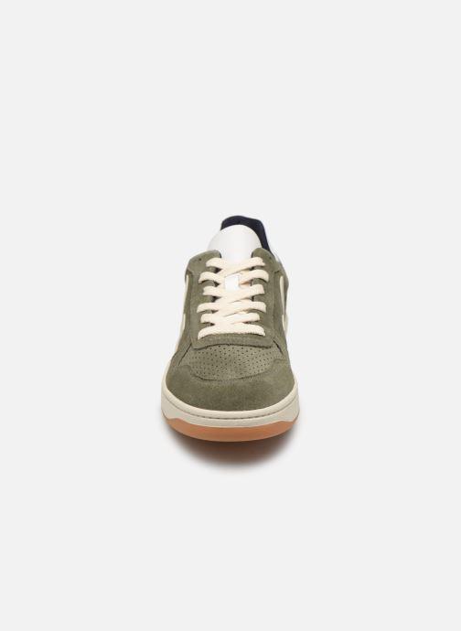 Sneaker Veja V-10 grün schuhe getragen