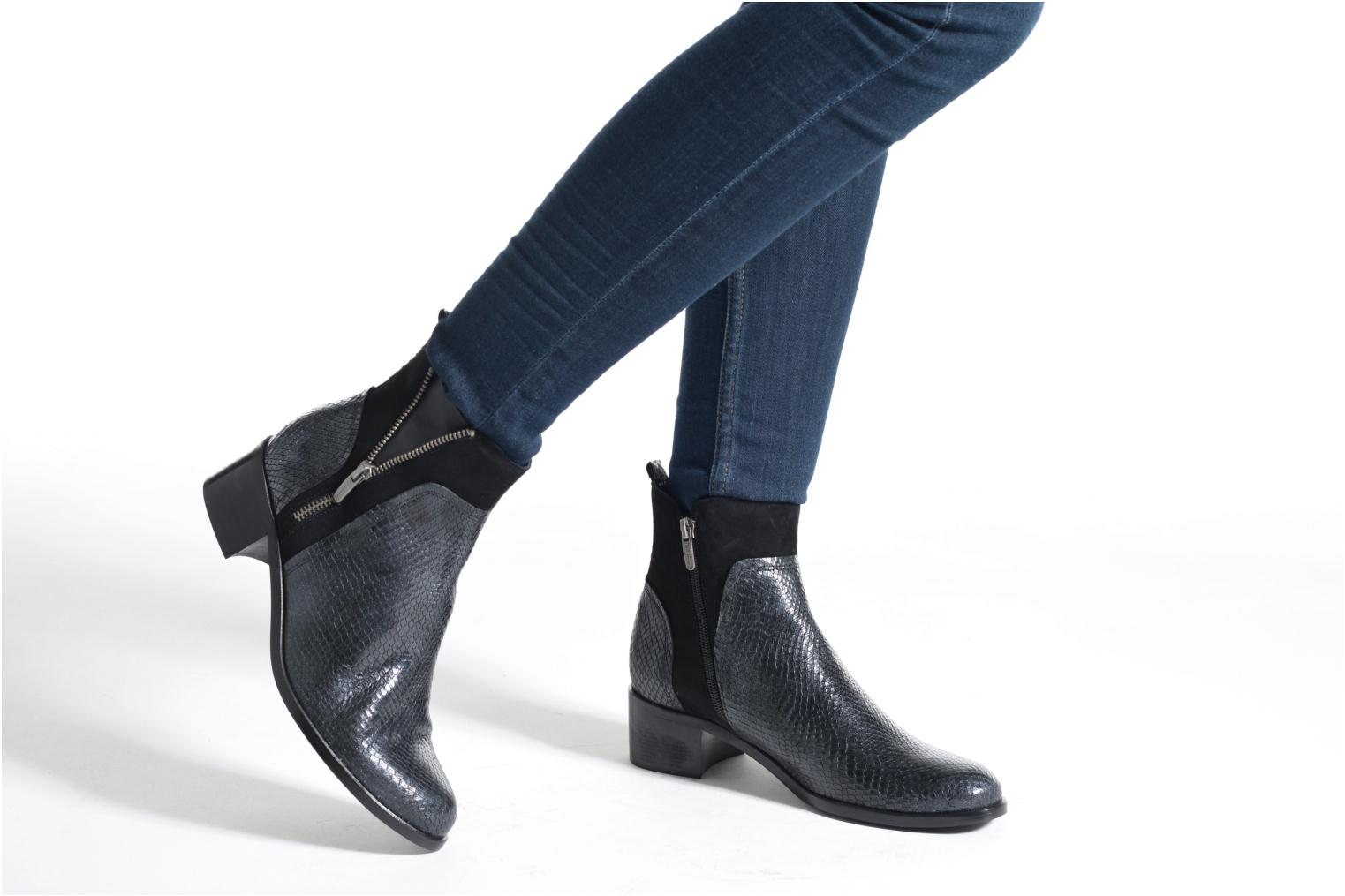 Ankle boots Karston GLEDY noir Black view from underneath / model view