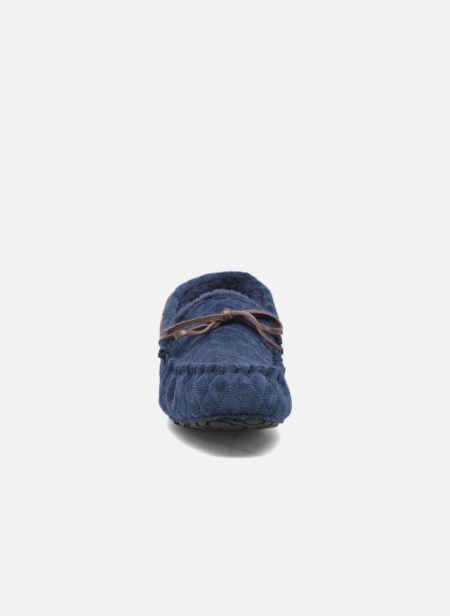 Pantofole Ruby Brown Finlay Azzurro modello indossato