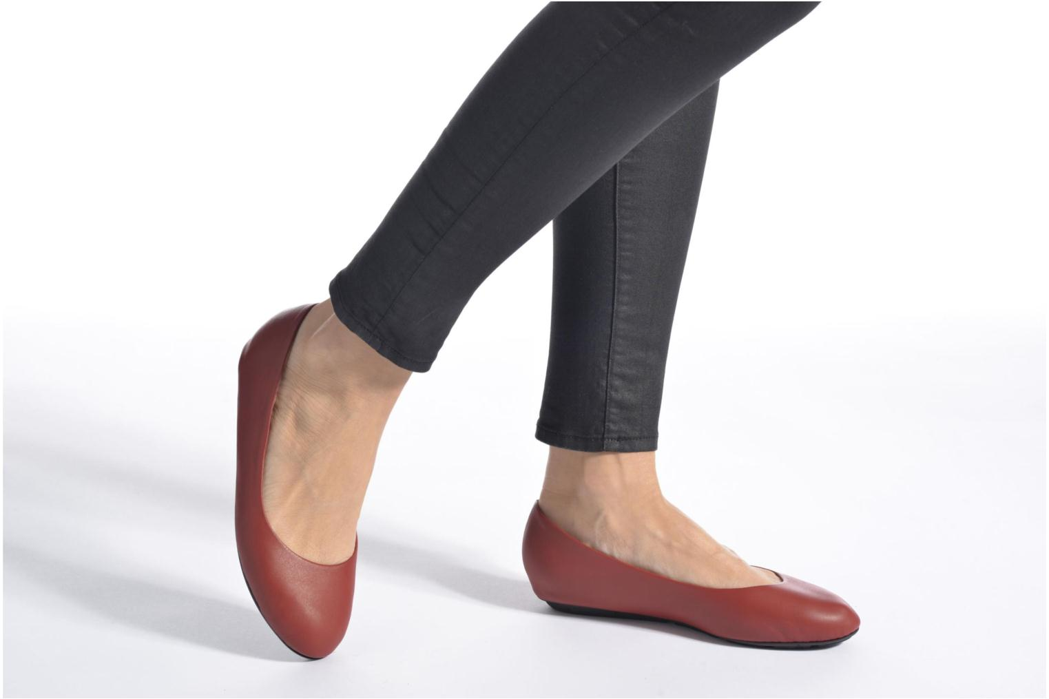 Ballet pumps TBS Camille Silver view from underneath / model view