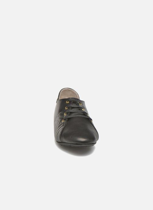 Scarpe con lacci TBS Charlyn Nero modello indossato