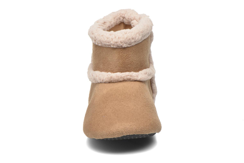 Chaussons Isotoner Booties suédine Marron vue portées chaussures