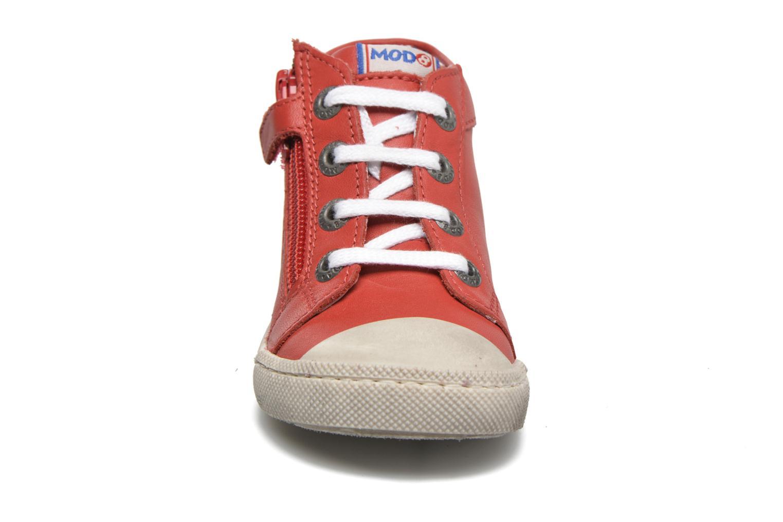Baskets Mod8 Kolt Rouge vue portées chaussures