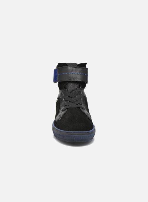 Sneakers Richter Benno Nero modello indossato