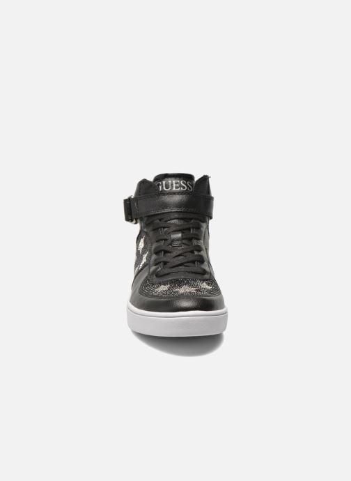 Sneakers Guess Suzy Nero modello indossato