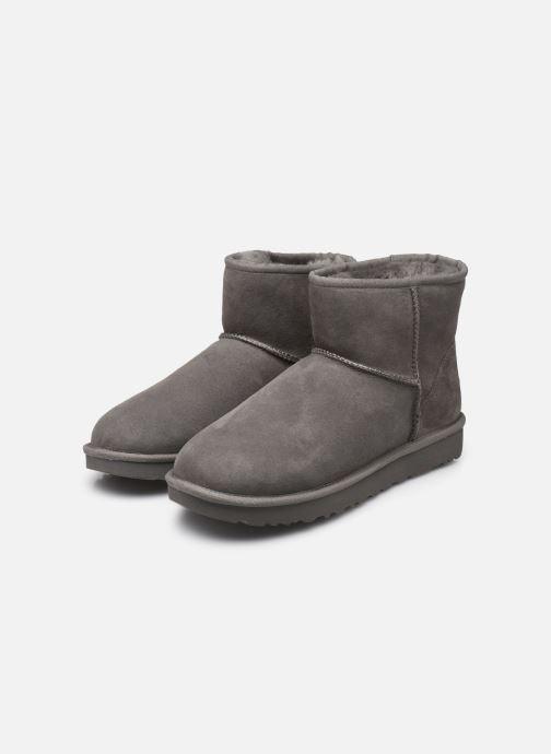 Stiefeletten & Boots UGG W Classic Mini II grau ansicht von unten / tasche getragen