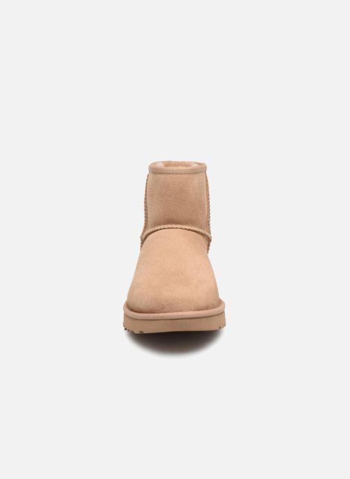 Bottines et boots UGG W Classic Mini II Beige vue portées chaussures