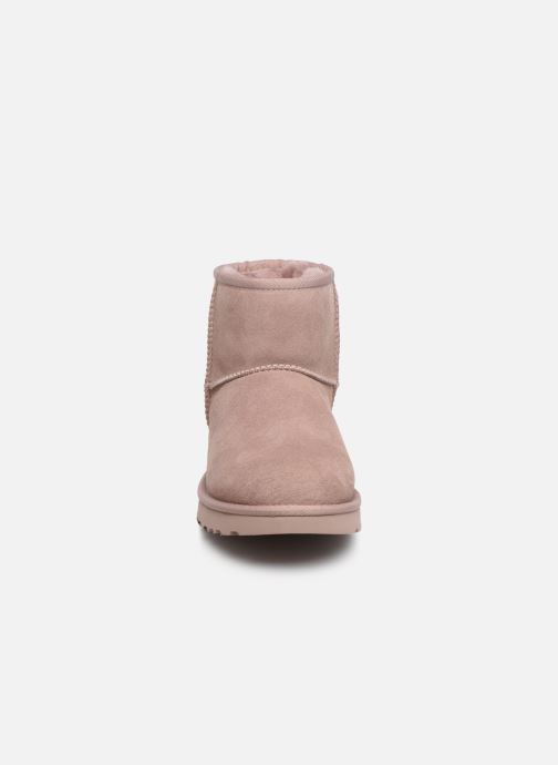 Bottines et boots UGG W Classic Mini II Rose vue portées chaussures