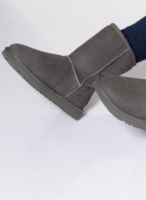 Bottines et boots UGG W Classic Short II Gris vue bas / vue portée sac