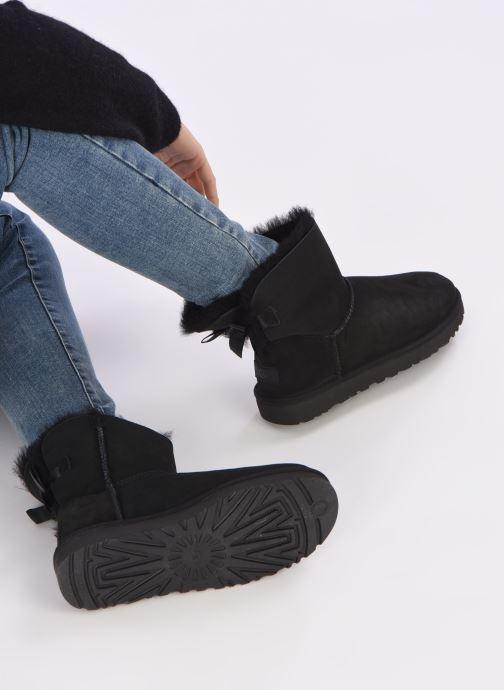 Bottines et boots UGG W Mini Bailey Bow II Noir vue bas / vue portée sac