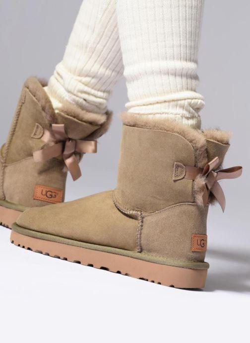 Bottines et boots UGG W Mini Bailey Bow II Gris vue bas / vue portée sac