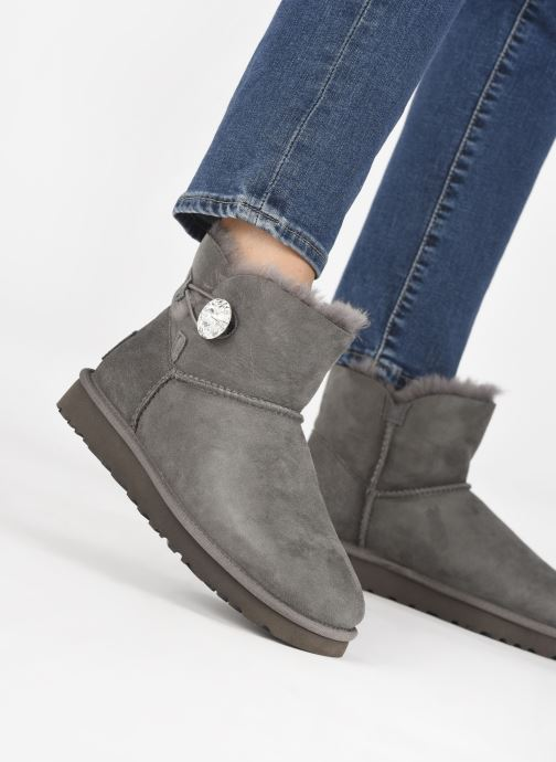 Bottines et boots UGG W Mini Bailey Button Bling Gris vue bas / vue portée sac