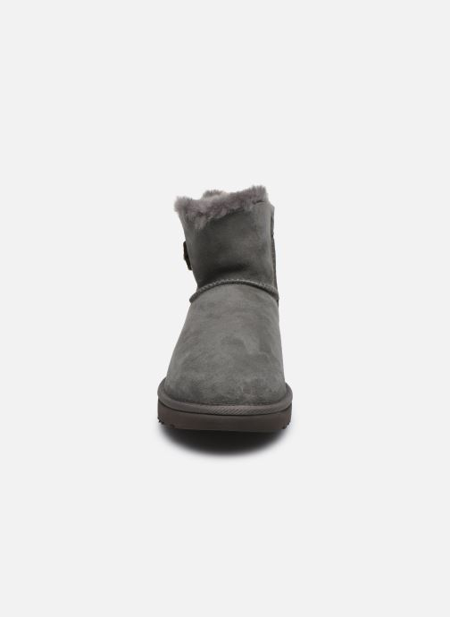 Botines  UGG W Mini Bailey Button Bling Gris vista del modelo