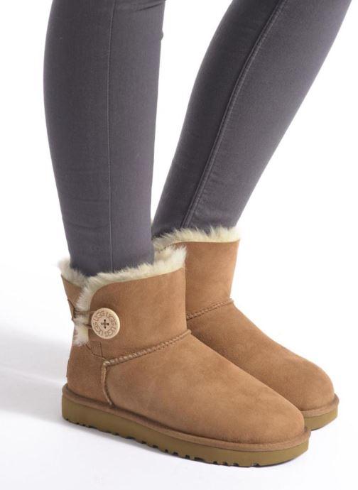 Stiefeletten & Boots UGG W Mini Bailey Button II braun ansicht von unten / tasche getragen