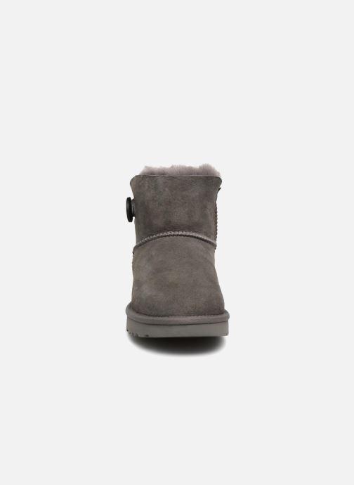 Stiefeletten & Boots UGG W Mini Bailey Button II grau schuhe getragen