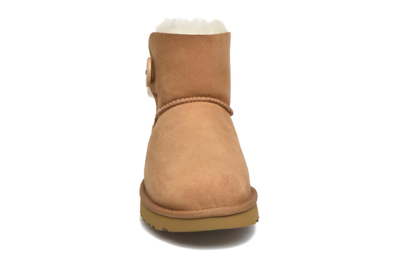 Bottines et boots UGG W Mini Bailey Button II Marron vue portées chaussures