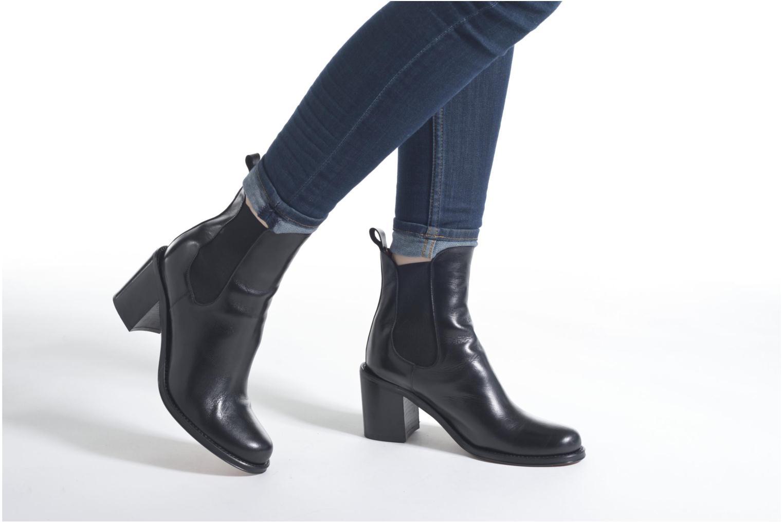 Ankle boots Elizabeth Stuart Sopra 304 Black view from underneath / model view