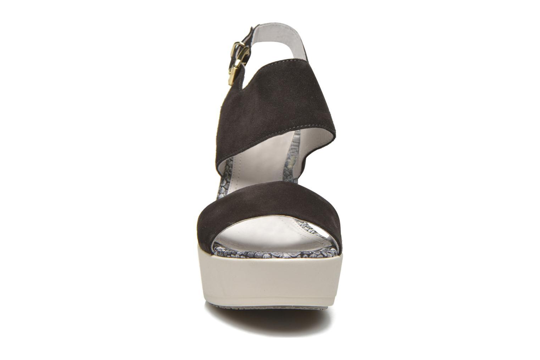 Sandales et nu-pieds Stonefly Saint Tropez 7 Velour Gris vue portées chaussures