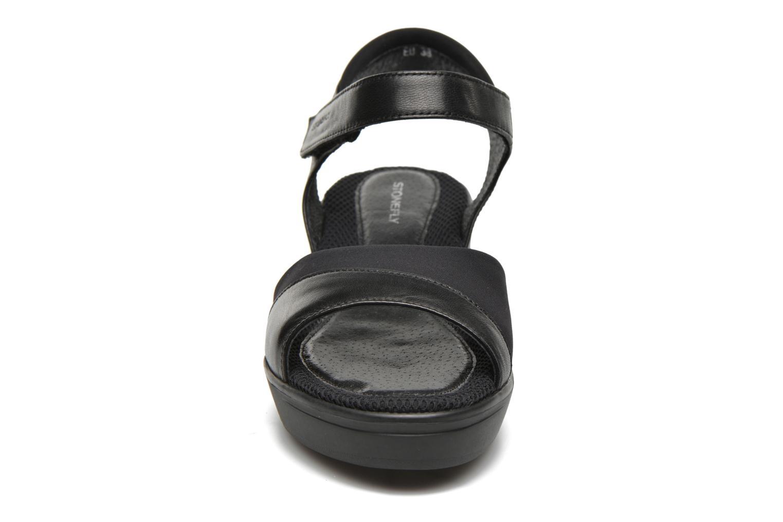 Sandales et nu-pieds Stonefly Tess 7 Noir vue portées chaussures
