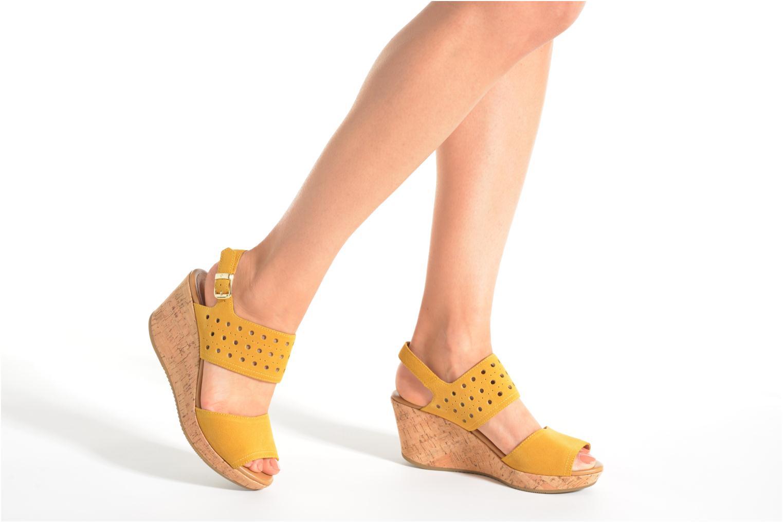 Sandalen Stonefly Marlene 19 Velour gelb ansicht von unten / tasche getragen