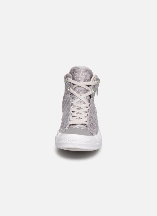 Baskets Converse Ctas Selene Winter Knit Mid Blanc vue portées chaussures