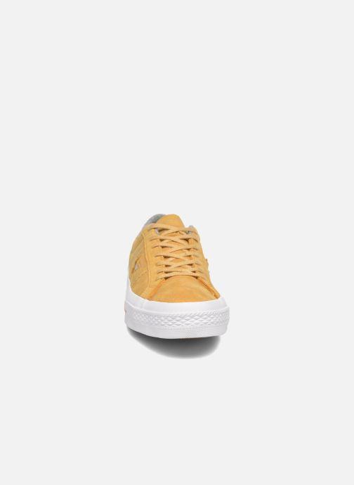 Baskets Converse One Star Nubuck Ox M Jaune vue portées chaussures